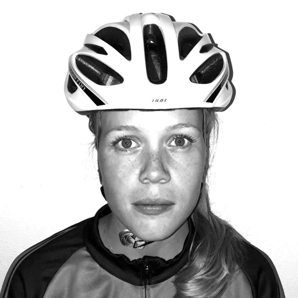 portretfoto fietskoerier yvettte horstink
